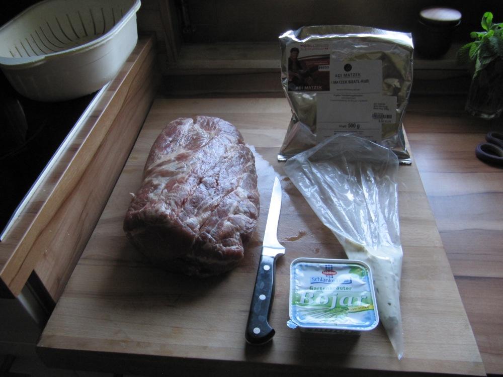 Rezept Nr. 5: Mein Kräuterschopfbraten mit Folienkartoffeln, Zucchinigemüse und als Dessert Schokobeerenspieße. (3/6)